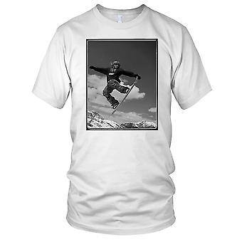 Snowboarder springen B&W - sport sneeuw wintersport Mens T Shirt