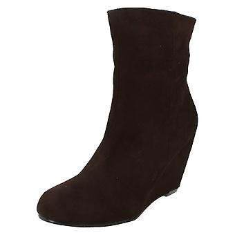 Womens Fleck auf hohe Wedge Ankle Boot F50029