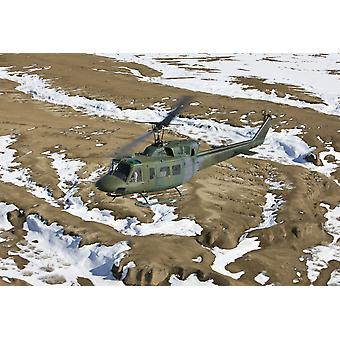 Un UH-1N Twin Huey dal 512th RQS vola una missione di addestramento vicino a Kirtland Air Force Base New Mexico Poster Print