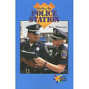 Visiting the Police Station (Rosen Real Readers: Upper Emergent)