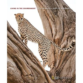 Living in the Environment (Hardcover) by Spoolman Scott Miller G.
