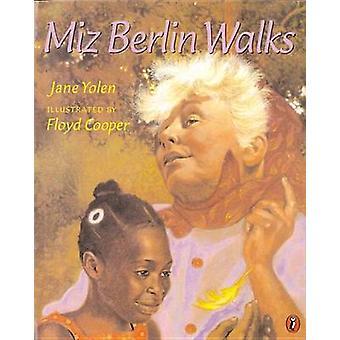 Miz Berlin Walks by Jane Yolen - Floyd Cooper - 9780698118454 Book