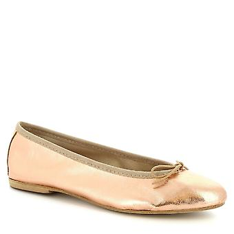 Leonardo Shoes Women's handmade ballet flats in powder pink laminated leather