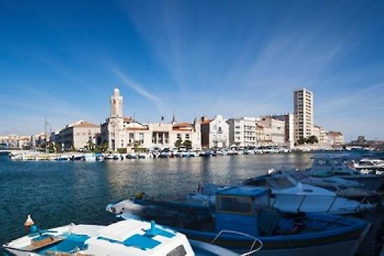 Old Port with city at the waterfront Sete Herault Languedoc-Roussillon France Poster Print by Panoramic Images (36 x 24)