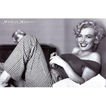 Marilyn Monroe - Pajamas Movie Poster (17 x 11)
