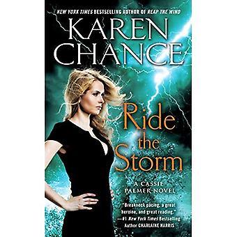 Montar la tormenta: Una Cassie Palmer novela