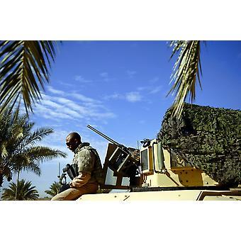 23 февраля 2008 - летчик ВВС США ожидает его Тактический автомобиль до патрулирование разделе Востока и Запада Рашид Ирака Плакат Печать