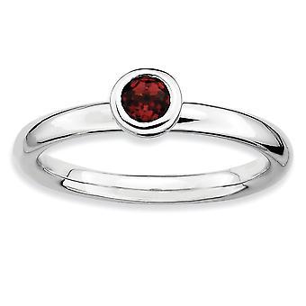 Sterling Silver Bezel polerad rodium-plated stapelbar uttryck låg 4mm runda Garnet Ring - Ring storlek: 5 till 10