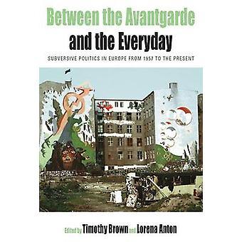 Mellan AvantGarde och den vardagliga omstörtande politiken i Europa från 1957 till gåvan av Brown & Timothy