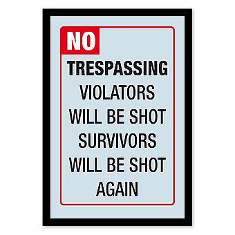 No Trespassing  Wandspiegel mit schwarzer Kunststoffrahmung in Holzoptik.
