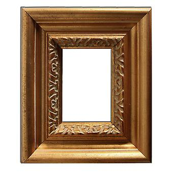 12 x 17 cm or 4 3/4 x 6 3/4 inches, photo frame in gold