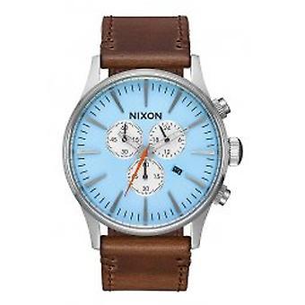 Nixon azzurro del cielo in pelle Chrono Sentry / Taupe (A4052547)