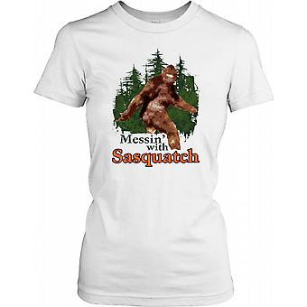 Messin With The Sasquatch - Cool Yeti Crypto Ladies T-shirt