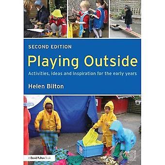 Spiller udenfor: Aktiviteter, ideer og inspiration til de tidlige år