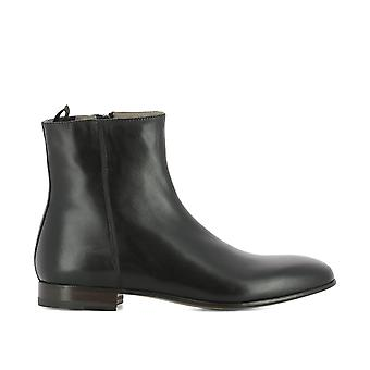 Alexander McQueen men's 506625WHRS01000 black leather ankle boots