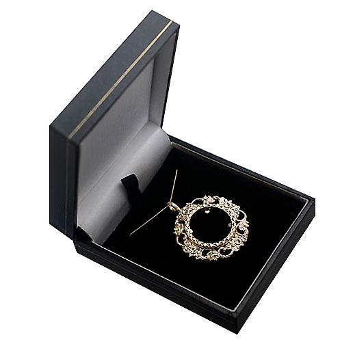 9ct Gold 34mm Full Sovereign mount with a diamond cut Bezel Pendant with a curb Chain 16 inches Only Suitable for Children